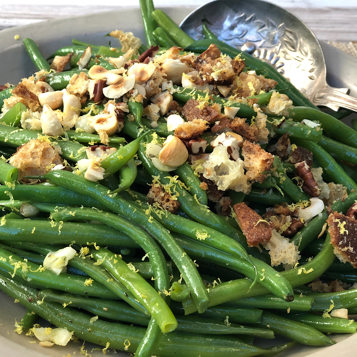 Thanksgiving side dish – Green Beans with Garlic and Hazlenuts